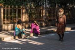 Sadhu bei der Umrundung des Tempels