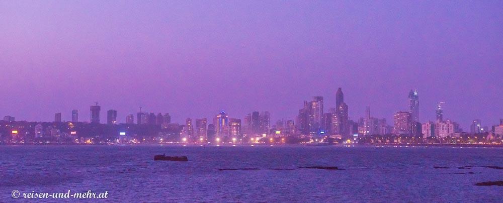 Skyline hinter dem Mumbai Drive
