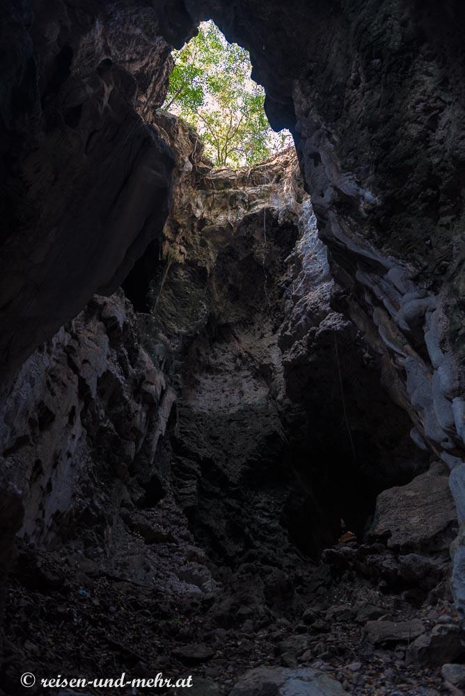 Todesschacht in der Killing Cave, Battambang, Kambodscha