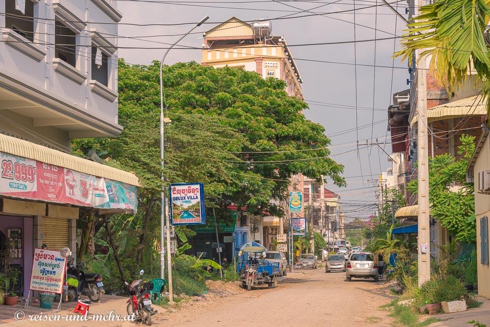 unbefestigte Straße im Zentrum von Battambang, Kambodscha