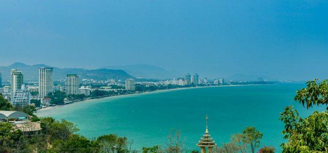Aussicht auf die Bucht von Hua Hin vom Monkeytempel, Thailand