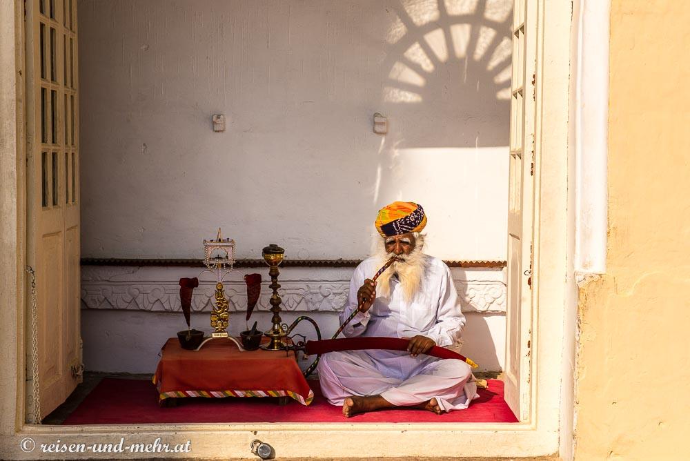 Shisha Raucher im Meherangar Fort, Jodhpur