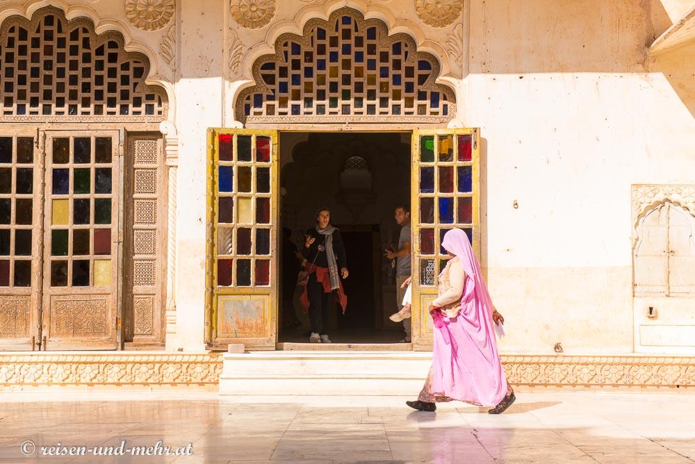Geheimnisvolle Frau im Meherangar Fort, Jodhpur