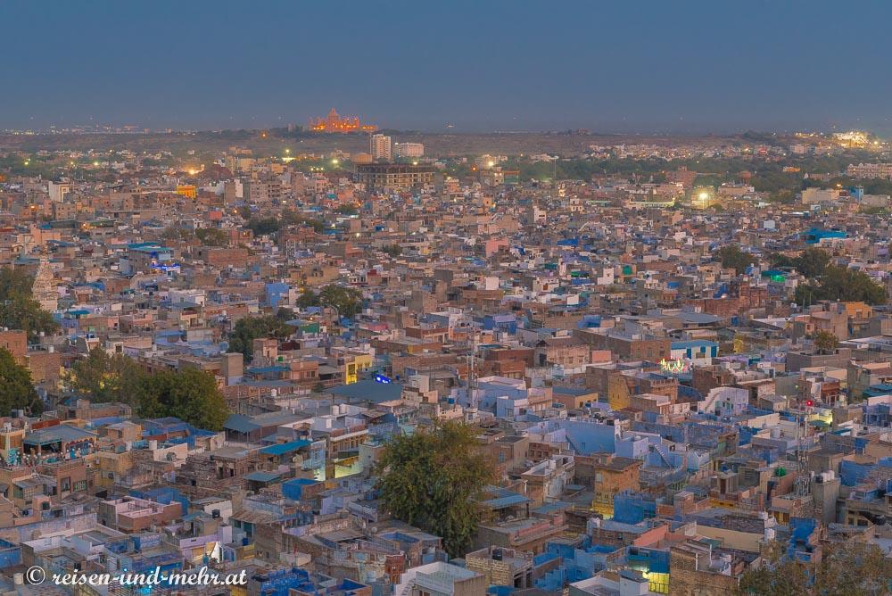 Aussicht vom Sunset Point, im Hintergrund leuchtet der  Ummaid Pavan Palast, Jodhpur