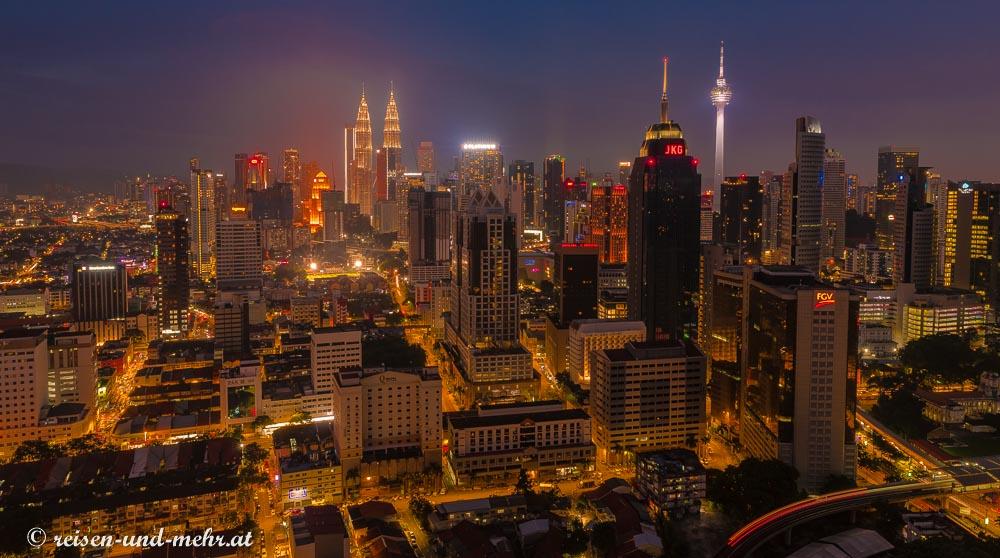 Kuala Lumpur bei Nacht vom Regalia Komplex aus gesehen
