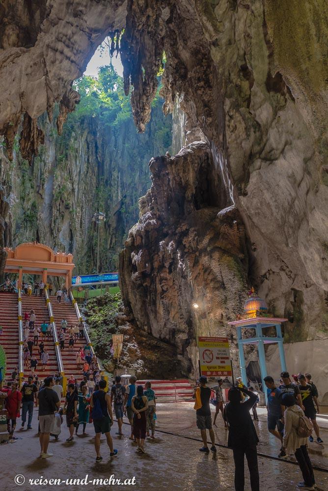 Im Inneren der Batu Caves
