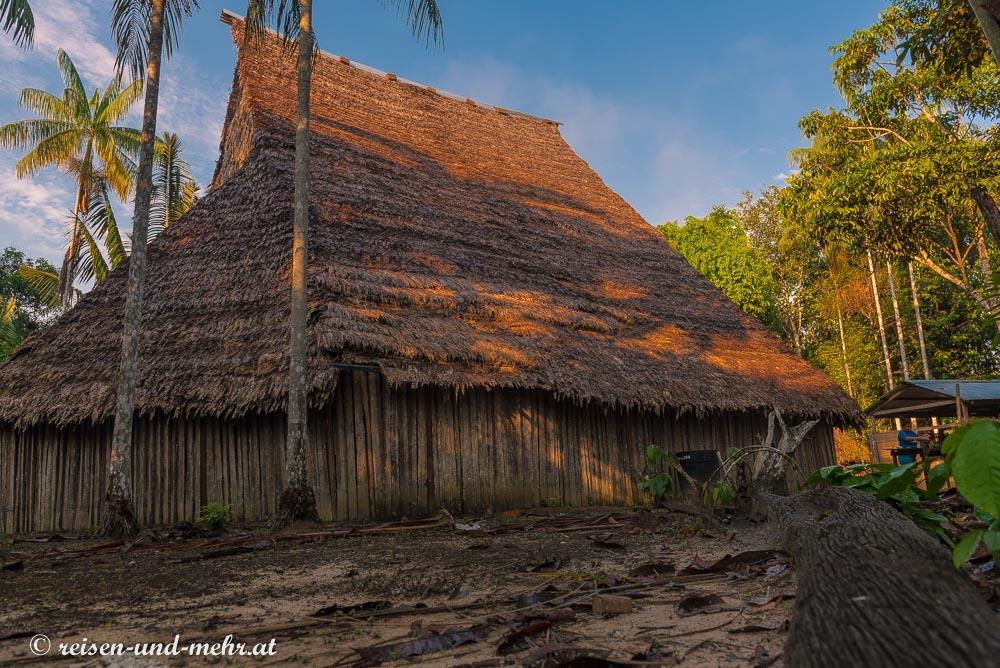 traditionelles Haus im Dschungel von Leticia