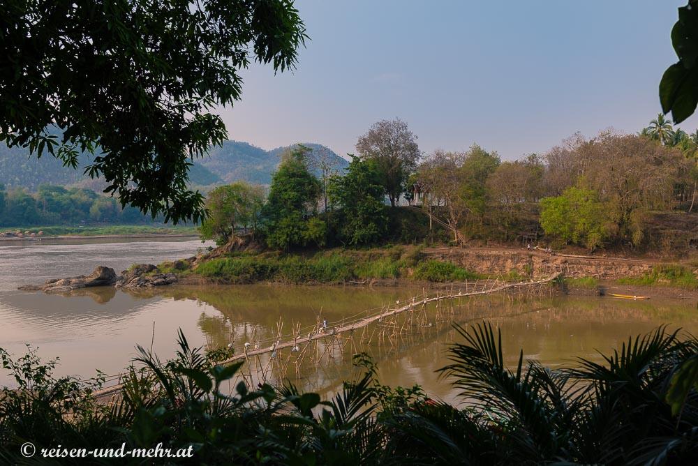 Bambus Brücke am River View Park