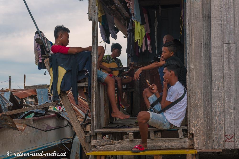 Jugendliche auf Mabul