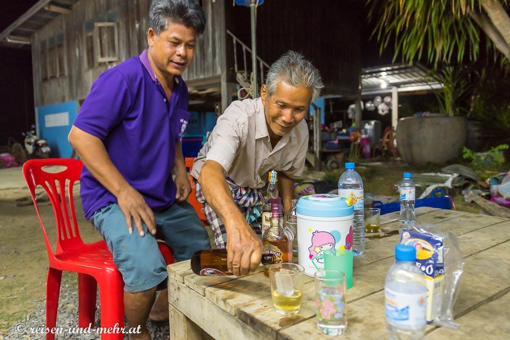 Bierumtrunk in Pak Chong, Thailand