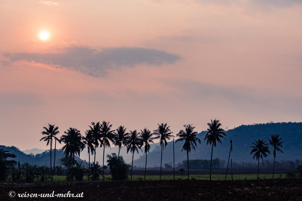 Sonnenaufgang in der Gegend um Pak Chong, Thailand