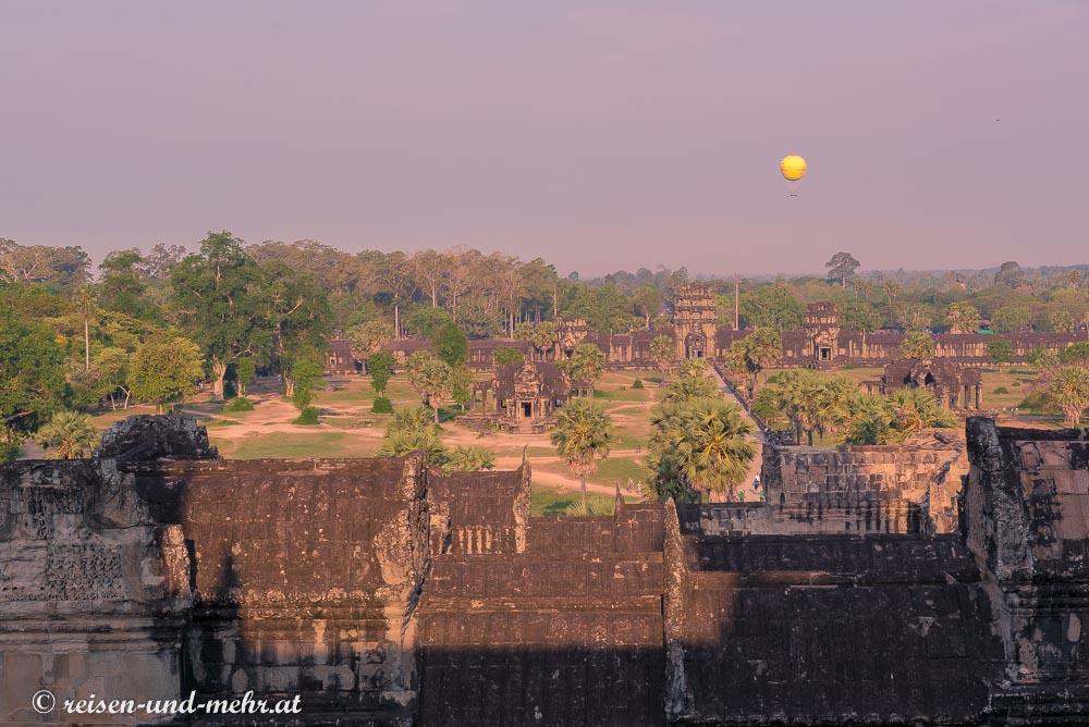 Heißluftballon über Angkor Wat, Siem Reap, Kambodscha